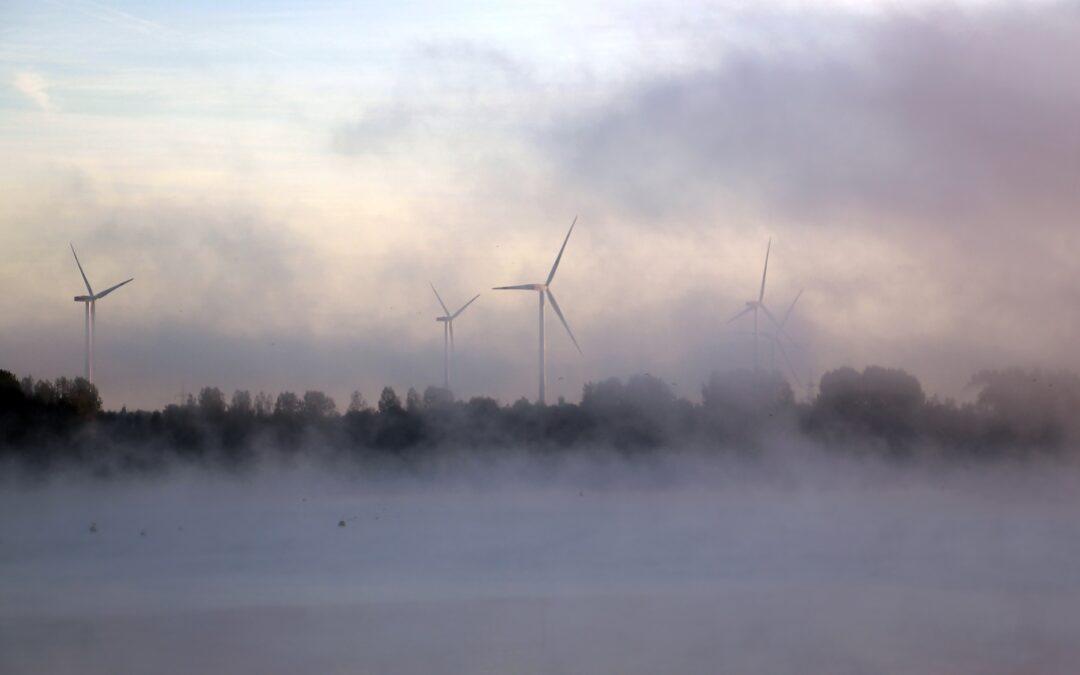 Windkraftwerk_Nebel_Pixabay
