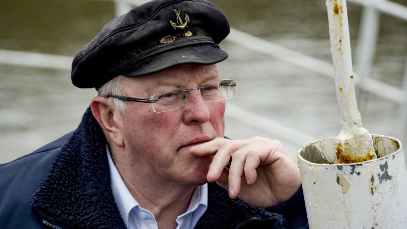 Hamburger Stint-Fischer am nachdenken