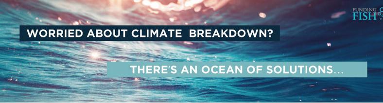 Nahaufnahme der Meeresoberfläche mit Lichtreflektionen. Darüber die Sätze: Worried about climate breakdown? There is an ocean of solutions