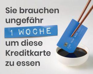 Text: Sie brauchen ungefähr eine Woche um diese Kreditkarte zu essen- Essstäbchen halten links im Bild eine Kreditkarte und halten eine Kreditkarte Sojasauce tunken