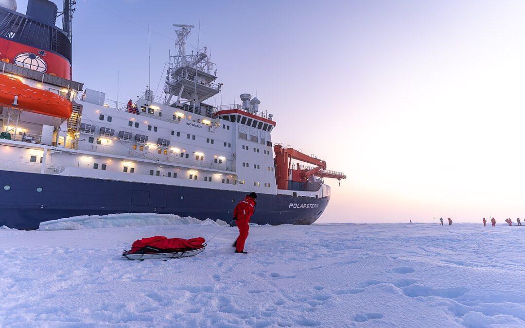 mosaic_expedition_bild_vor_polarstern