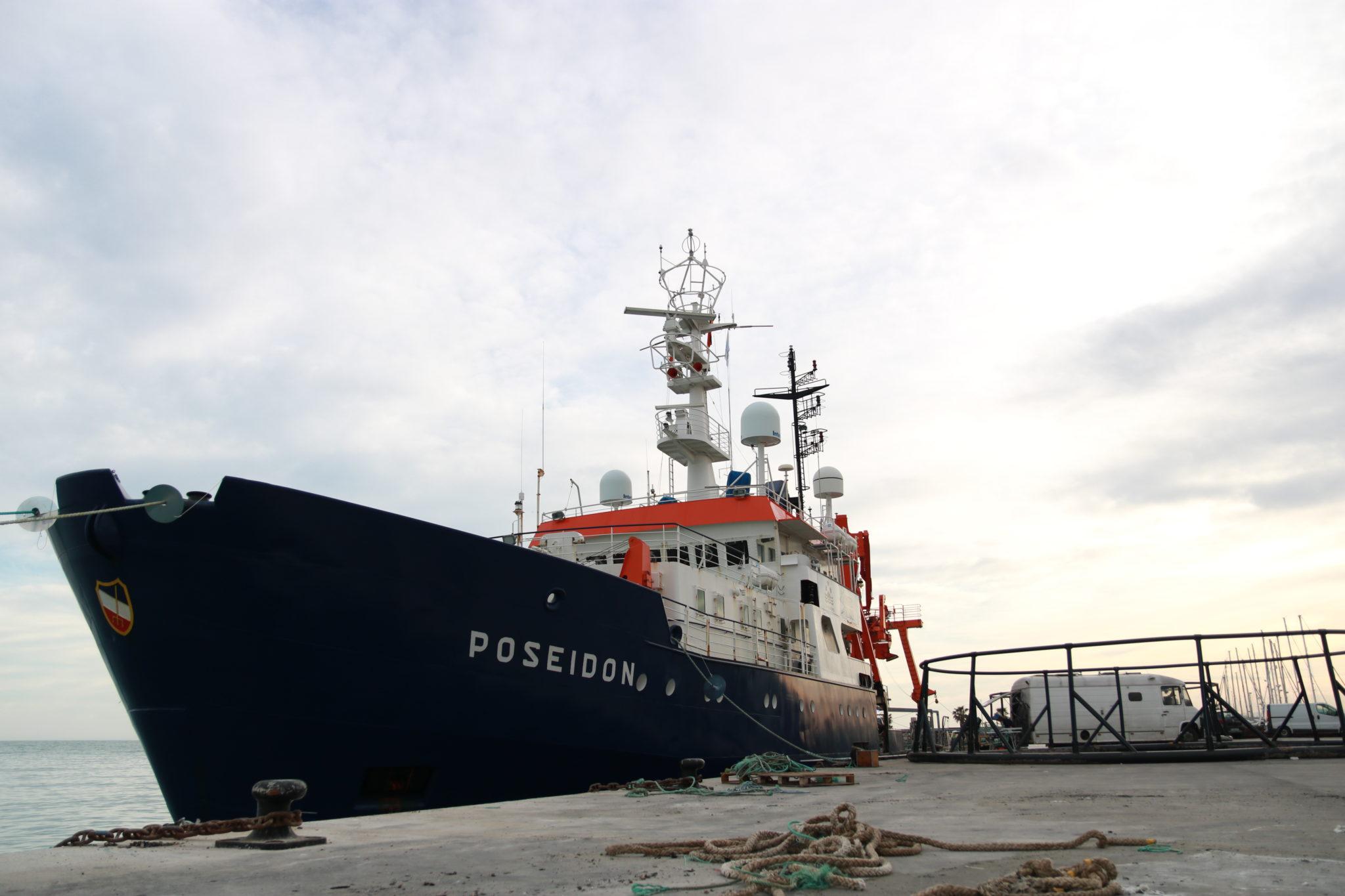 Das Forschungsschiff Poseidon am Hafen