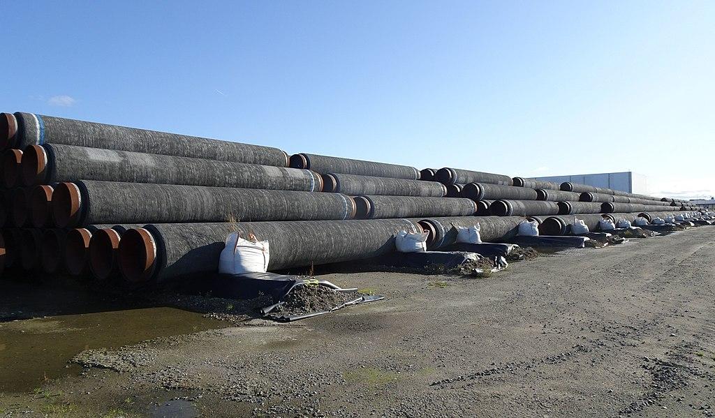 Rohre für den Bau von Nord Stream 2 liegen auf dem Watt